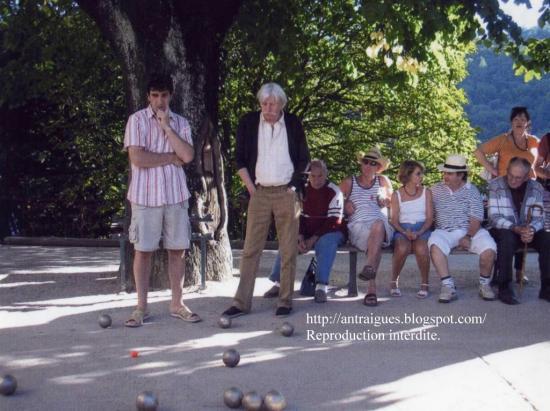 Jean ferrat au jeu de boules for Antraigues sur volane maison de jean ferrat