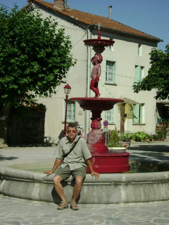 Sur la place à Antraigues juillet 2009