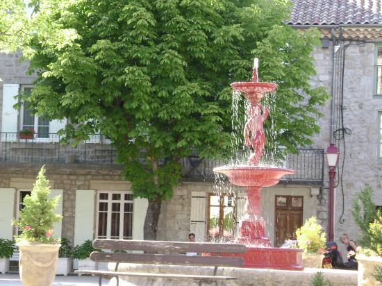 la fontaine sur la place de la résistance