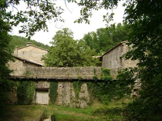 Ancienne abbaye près de MERCUER