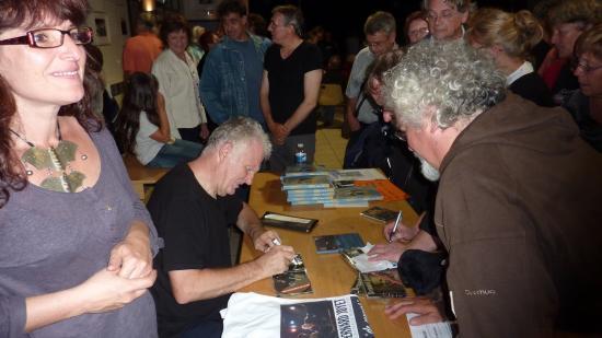 B JOYET dédicace des CD - Antraigues 27 juillet 2011